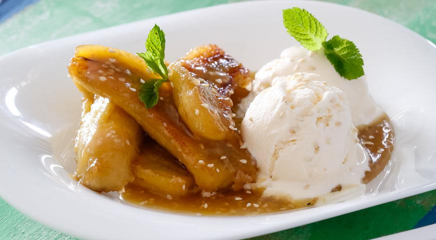 Bananas in caramel