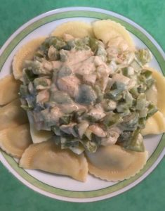 Green capsicum cream sauce with ravioli